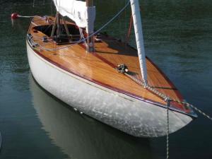 EYSTRA 5 m-luokan veneen kunnostus osa 4 – Heloituksen viimeistelyä vesillä