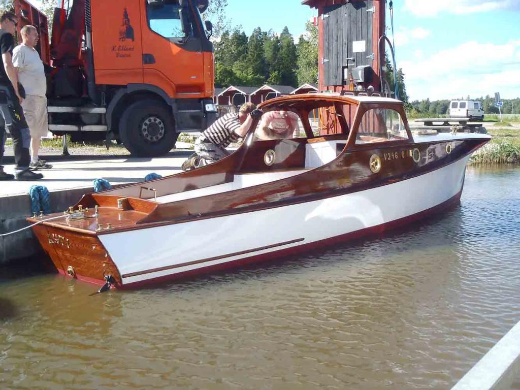 Seppälän suunnittelema Ahti ja monet C.G. Petterssonin suunnittelemat veneet tunnetaan keulakannen ja kajuutan samankaltaisista linjoista.