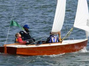 VIIKON 51 KYSYMYS: Mikä yhdistää kuvan venettä ja Swaneja?
