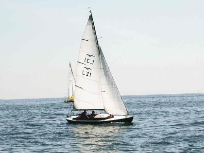 VIIKON 9 KYSYMYS: Mikä vene on kuvan kaunis pieni pursi?