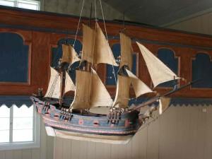 VIIKON 8 KYSYMYS: Miksi kutsutaan kirkoissa olevia pieniä laivoja?