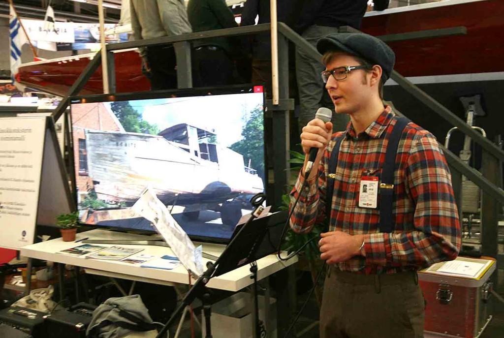 Jani Vahto aloitti messuilla Bonito-projektin esittelyn kajauttamalla upealla äänellä laulun. KUVA: Yrjö Klippi