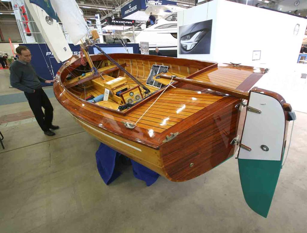Veistämön valmistamalla laadukkaalla veneellä kelpaa veneillä ja nauttia päivä- ja retkipurjehduksista.