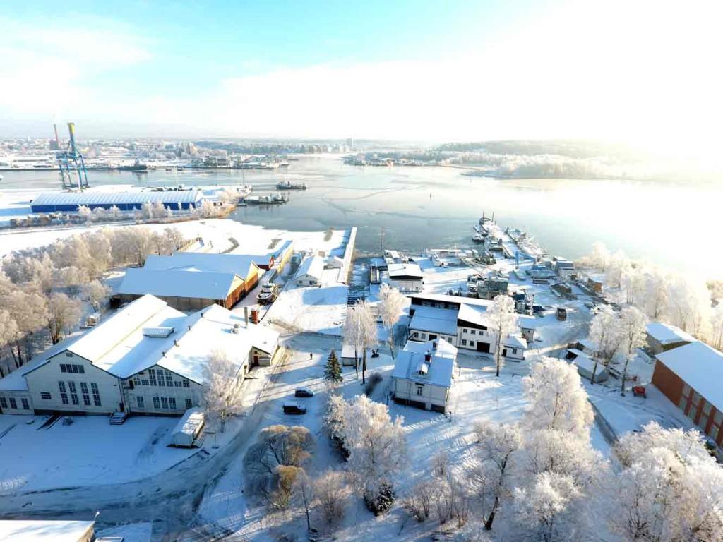 Kesää ja veneilykautta odottaa myös tämä hienosti säilynyt Turun Veneveistämön alue.