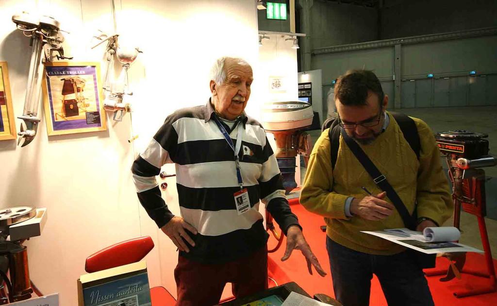 Nisse Häggblom kertoi jälleen innostuneena huimia tarinoita perämoottoreiden maailmasta. Tällä kertaa olivat vuorossa sähkömoottorit.