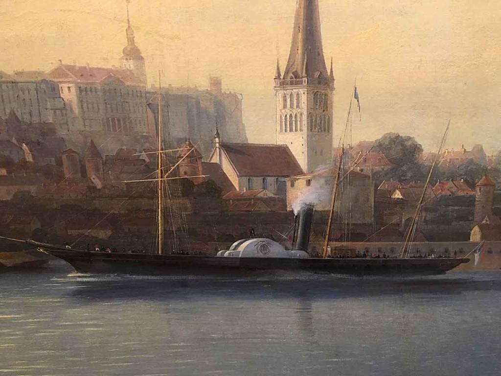 """Kaupungin edustalla näkyy myös tuulahdus """"nykyajasta"""", aluksen savupiipusta tupruaa höyryä. Laivaa kuljettaa kaksi siipiratasta. Ei voi olla ihailemasta sulavalinjaisen aluksen kulkua. Huomioitavaa on kuitenkin se, että aluksessa on kolme mastoa, mutta yhdessäkään ei ole purjeita edes valmiina levitettäväksi """"tuulelle"""". Taustalla näkyy vanhan kaupungin muurien kohoavan kaupungin ylle."""
