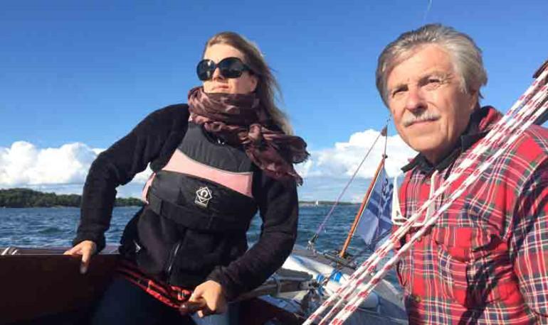Kirjoittaja, Yrjö Klippi on purjehtija ja on asunut Suomenlinnassa vuodesta 1982 lähtien, jonne muutti myös perheen tytär Suvi kaksivuotiaana.